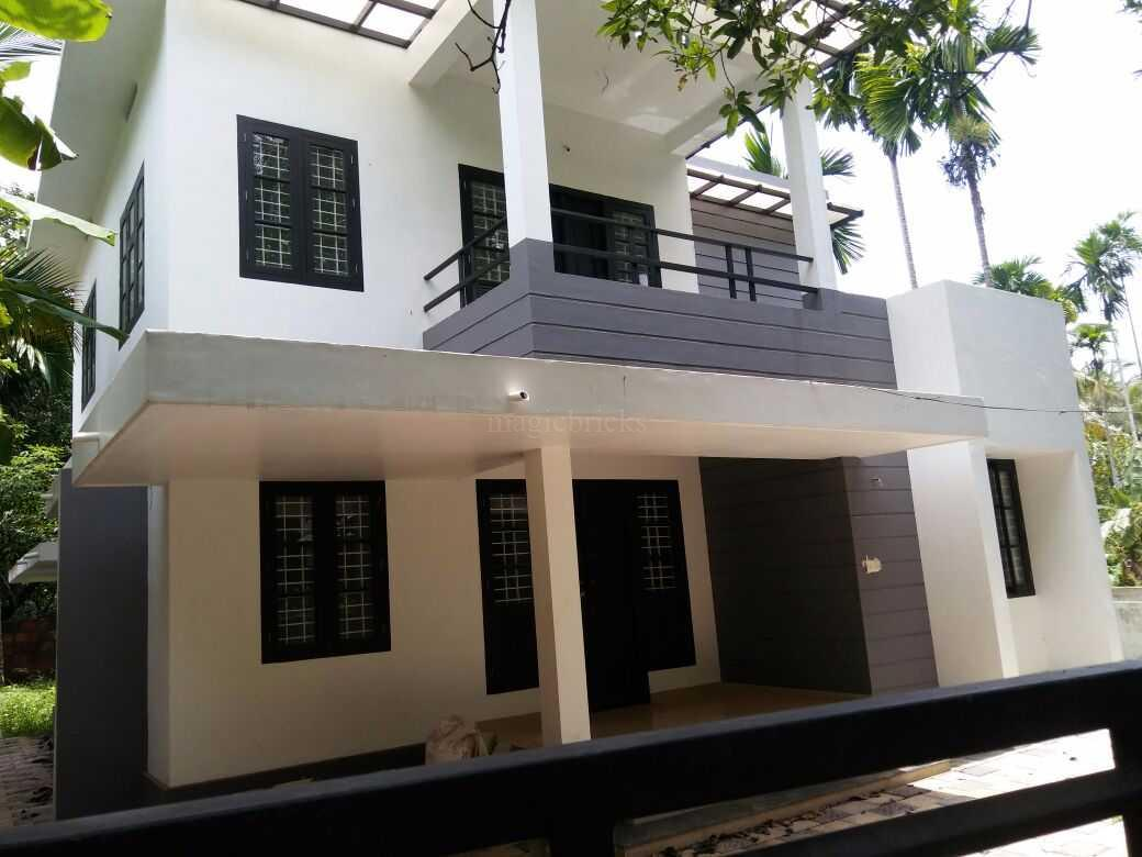 Expected price 60 lakhs a 2 storeyed residential house is located in chevayoor kozhikode great investment for family purpose as the space is airy and
